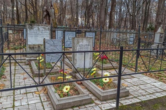Мест на имеющихся захоронений в городе хватит на ближайшие три года.