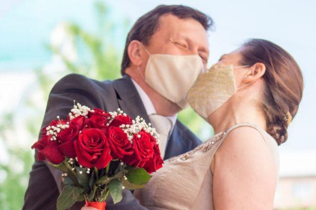 В 2020 году поженились на 20,5% меньше, чем годом ранее.