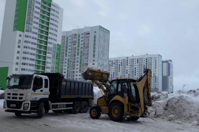 Жители города пожаловались на обилие снега на улицах в соцсетях