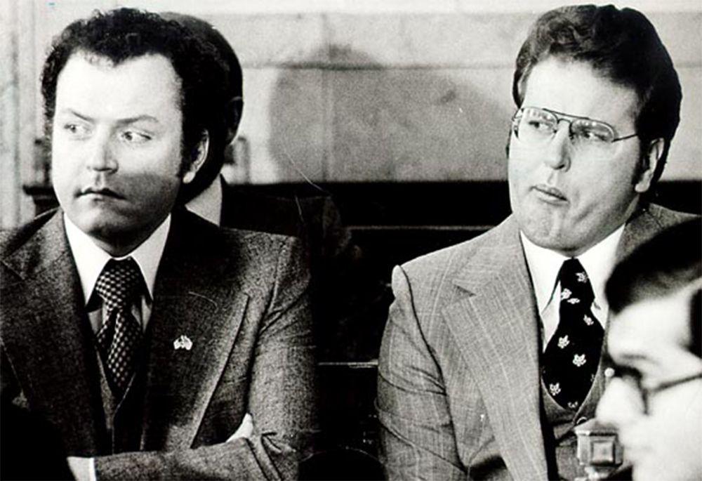 Маленький Ларри учился в церковно-приходской школе. В детстве он считал, что юбки выше колена — тяжкий грех. Ларри Флинт и его брат Джимми. 1977 год.