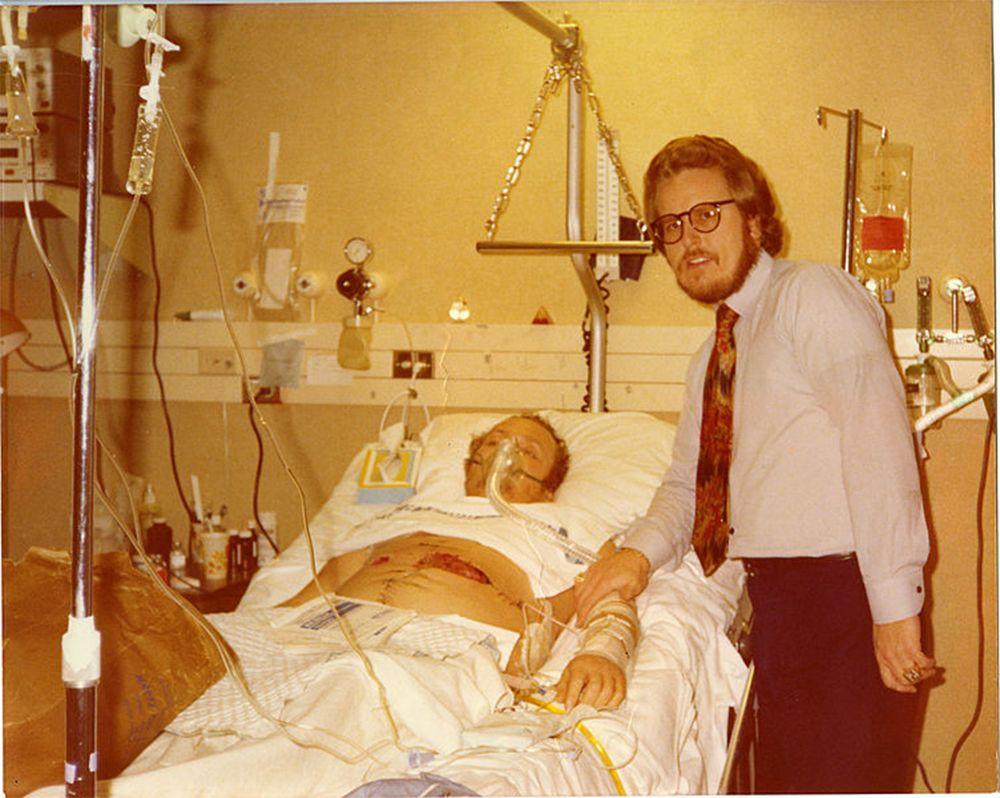 6 марта 1978 года нацист Джозеф Пол Франклин подкараулил Ларри и его адвоката и выстрелил в них из винтовки. Флинт выжил, но остался инвалидом-колясочником. За целую серию преступлений Франклина приговорили к смертной казни. Но Флинт просил власти сохранить ему жизнь.