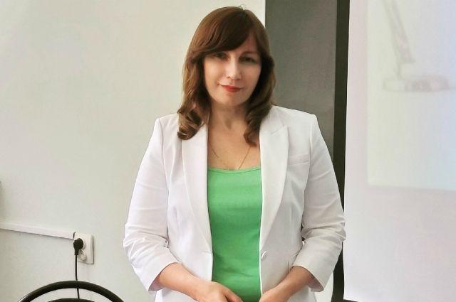 Алла Михайловна - доктор филологических наук.