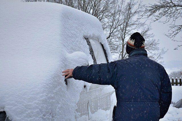 Погода зимой заставляет автомобилистов делится лайфхаками.