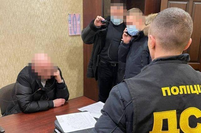 Чиновника Украэроруха подозревают в мошенничестве на 100 тыс. долларов