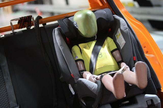 Младенца от травм спасла автолюлька