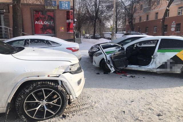 53-летний мужчина пострадал в ДТП с тремя иномарками в Уфе