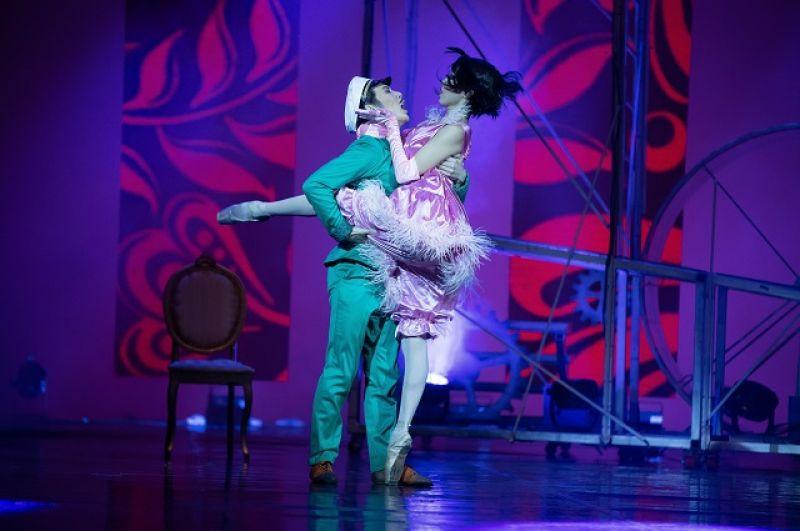 Остап Бендер (Сарыал Афанасьев) и мадам Грицацуева (Венера Федотова)