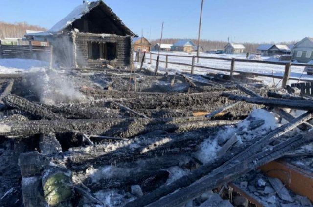 В тобольской деревне соседи спасли мальчика из горящего дома