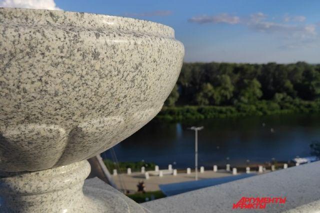 Еще один спуск к набережной Урала должны привести в порядок к августу.
