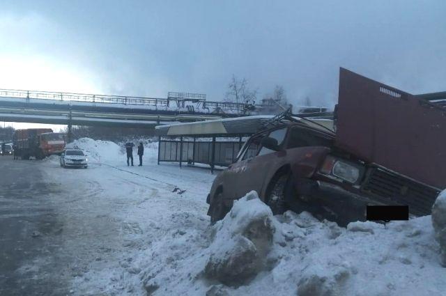 В аварии погиб водитель легкового автомобиля.
