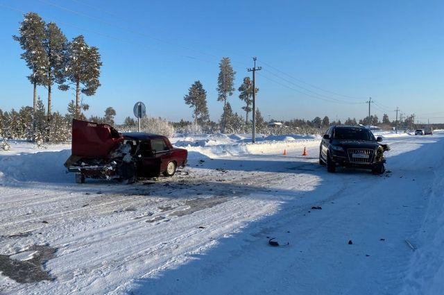 В Муравленко водитель ВАЗа пострадал при столкновении с иномаркой