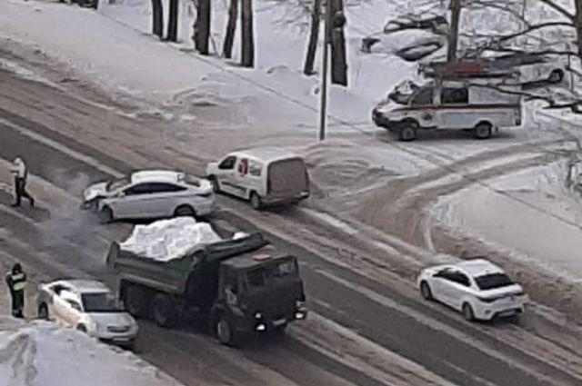 В Первомайском районе Новосибирска произошло ДТП, в результате которого пострадала девочка 2017 года рождения.