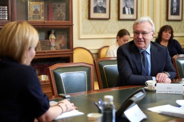 На встрече с министром культуры РФ Ольгой Любимовой Александр Усс предложил реконструировать Красноярский ТОиБ.