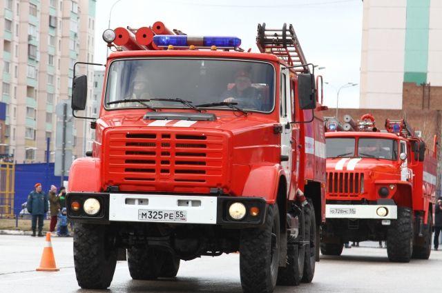 Проезд пожарных автомобилей должен быть обеспечен вдоль всего здания многоквартирного жилого дома с двух сторон.