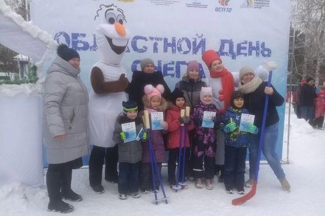 Тюменцы совместили празднование Дня всех влюбленных и Дня снега