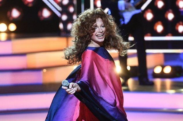 Дарья вышла на сцену в образе Примадонны Российской эстрады.