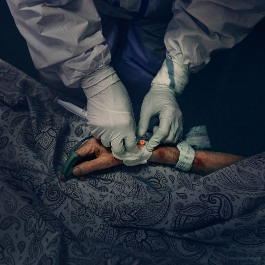 Медик и пациент «карантинной зоны»