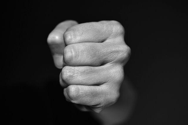 Мужчина избил троих школьников в магазине в Уфе