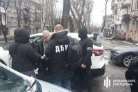 В Каменском следователя и адвоката задержали на взятке в 5 тыс. долларов