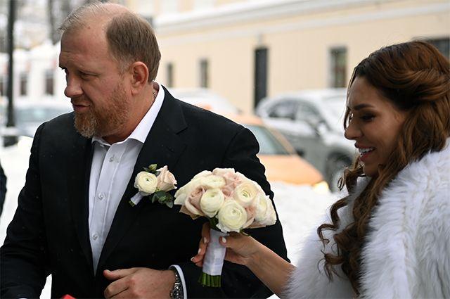 Встретил ее на рынке. Что известно о молодой жене Константина Ивлева
