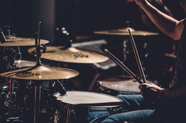 Новые музыкальные инструменты передадут в школы искусств