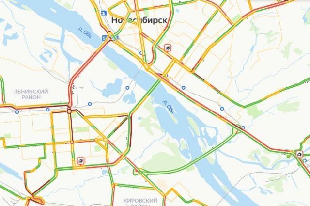Из-за пробок многие новосибирцы сегодня опаздывают на работу.