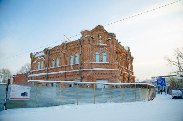 В Гурьевске продолжается реставрация креведческого музея, расположенного в особняке купца Ермолаева.