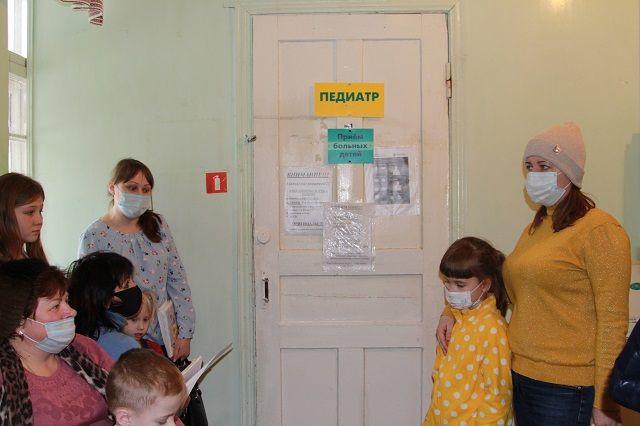 Многим больницам и поликлиникам не хватает врачей.