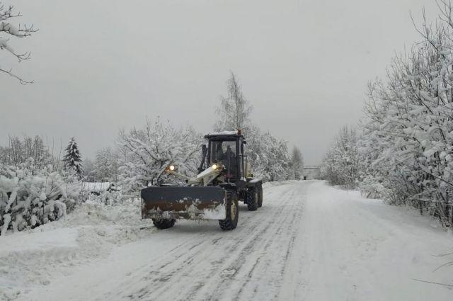 В городе на очищение улиц от снега направлено около 400 единиц спецтехники