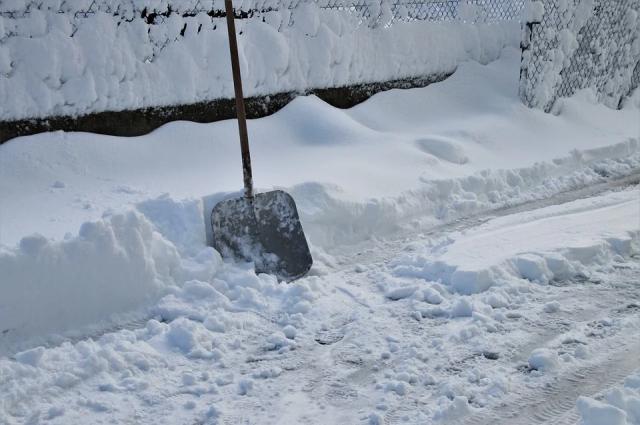 В городе до сих пор устраняют последствия сильнейшего снегопада