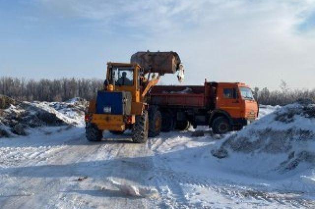 Сотрудники ГИБДД ищут тех, кто выгружает снег около ЖК «Дубки».
