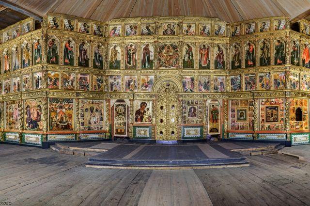 Православный священник в Сирии восстановил уникальный иконостас