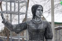 Памятник Аленке ушел с молотка за 2,6 миллионов рублей.