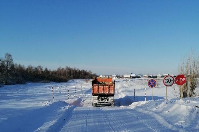 Пока работают ледовые переправы, в эти отдаленные районы будут завозиться необходимые товары, запчасти, ГСМ, стройматериалы и продукты питания.