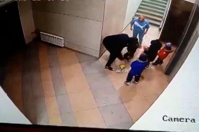 Дедушка побил внука.