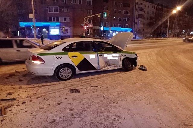 20-летняя пассажирка такси получила травмы головы после ДТП в Уфе