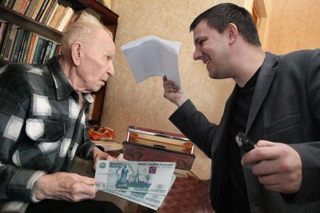 Жертвами жилищных аферистов чаще всего становятся одинокие пожилые люди.