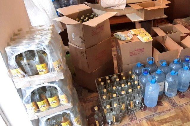 Изъятый в Алматы суррогатный алкоголь.