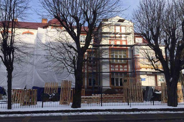 В центре Зеленоградска начали ремонтировать историческое здание