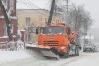 В непогоду дорожники работали и днём и ночью, но на весь город их сил и средств не хватило - областной центр стал в часовых пробках.