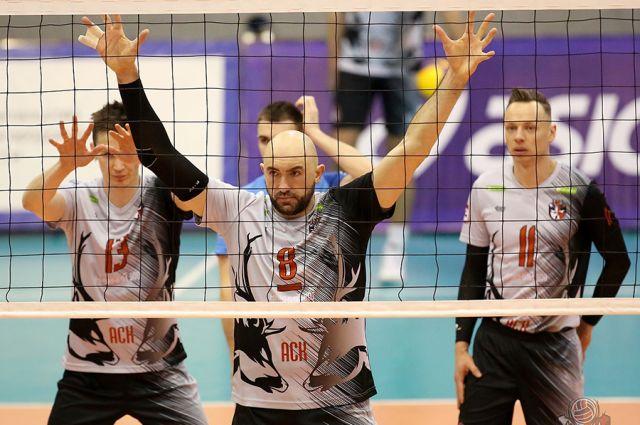 Ветераны АСК во главе с капитаном Виктором Никоненко (в центре) сумели создать правильную атмосферу в команде.