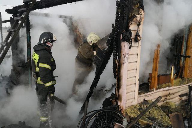 Когда были вызваны пожарные, спасать уже было почти нечего.