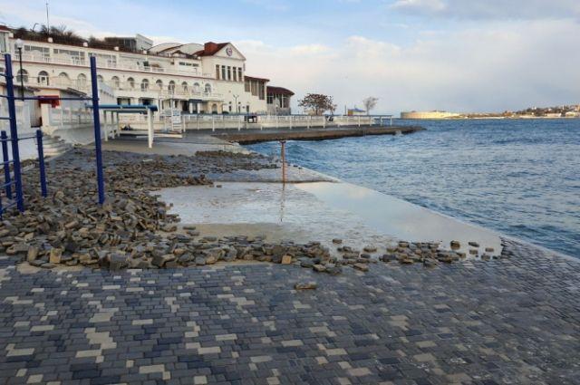 Пляж «Мыс Хрустальный» в Севастополе.