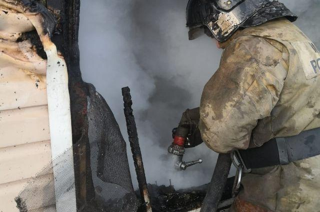 В пожаре погиб пожилой мужчина и семейная пара