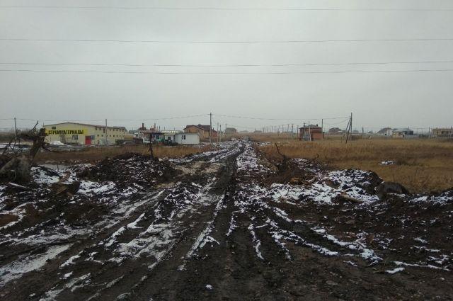 В поселок челнинских многодетных Подсолнухи сложно добраться даже зимой.