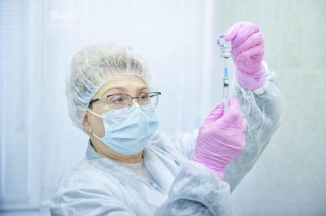 Прививку от коронавируса поставили уже более 30 тыс. новосибирцев.