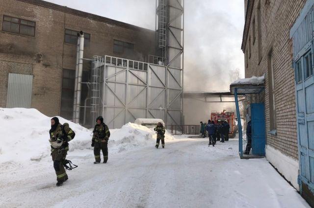 Горел пульт управления: в Ижевске потушили пожар на предприятии