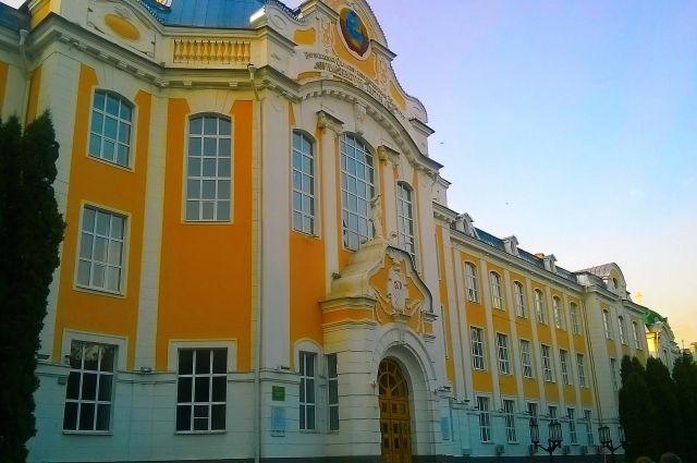 При создании проекта Воронежского СХИ зодчий Адам Дитрих вдохновлялся архитектурой европейских университетов