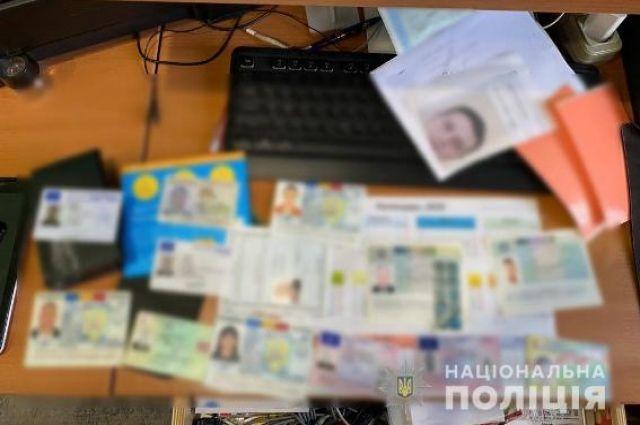 На Буковине разоблачили группу лиц, которые изготовляли фальшивые паспорта.