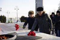 Александр Моор возложил цветы в канун Дня защитника Отечества